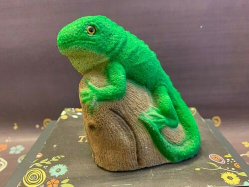 Sand Art Iguana Lizard Figure Green
