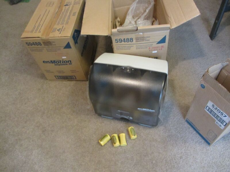 Lot (2) 59488 enMotion Automated Touchless Towel Dispenser LOCAL PICK UP ONLY