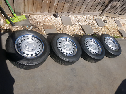 "15"" INTERCEPTORS WITH TRIMS & CAPS WITH VERY GOOD TYRES!!"