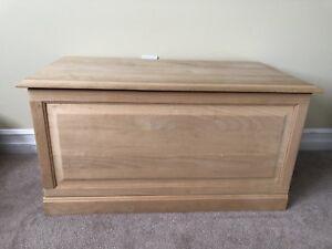 Solid wooden storage chest 17dx33Lx18h