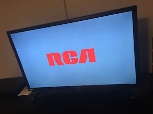 "RCA 32"" FLAT SCREEN TV WITH DVD PLAYER FOR SALE !!"
