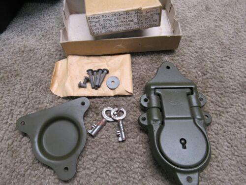 WW2 US Military Trunk Footlocker Lock  W/ All Hardware 1943 Eagle Lock Co Conn