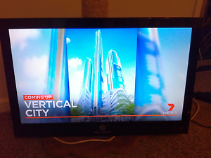 "Highlander lcd tv 28"" Benowa Gold Coast City Preview"