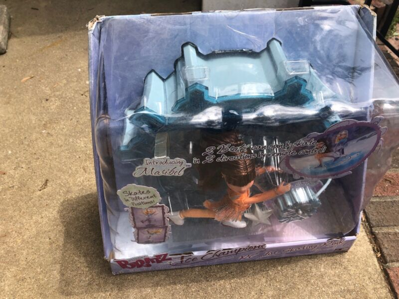 Bratz ICE SKATING RINK RC Ice Champion Maribel Mega Entertainment New Wear