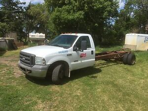 05 Ford F-350 Cab and Chassis
