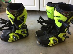 Near new size 3 forma  cougar Motocross boots
