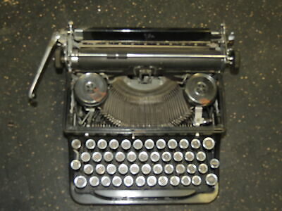 Royal 1935 Portable Typewriter A445043