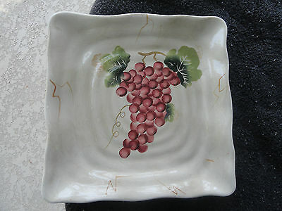 Tabletops Cabernet Red Grapes Green Leaves Scalloped Square Tan Dinner Plate for sale  Arlington