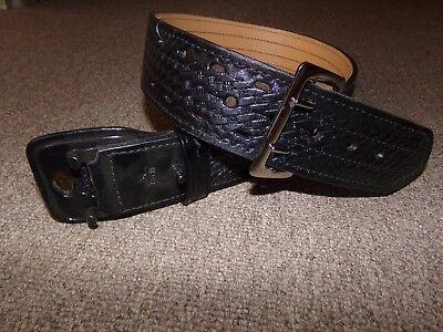 Gould Goodrich Size 28 Leather 4 Row Stich 2-14 Width Duty Belt Basket Weave