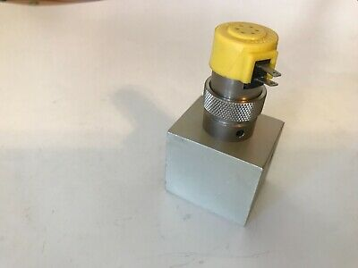 Clippard Et-3m 24 Vdc Valvesolenoid Universal Instruments 41980901 Block Mtd