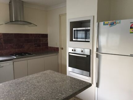 Furnished 4 x 2 large house near river and Curtin University