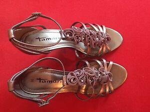 Tamaris Pumps Sandaletten mit Absatz u. Blüten, Größe 38, Silber/Grau, NEUWERTIG