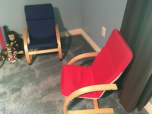 2 kids chairs Excellent condition