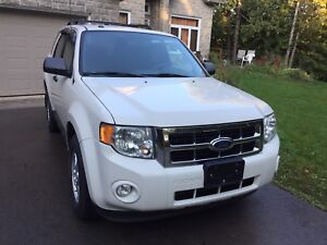 2011 Ford Escape very clean 130K only.