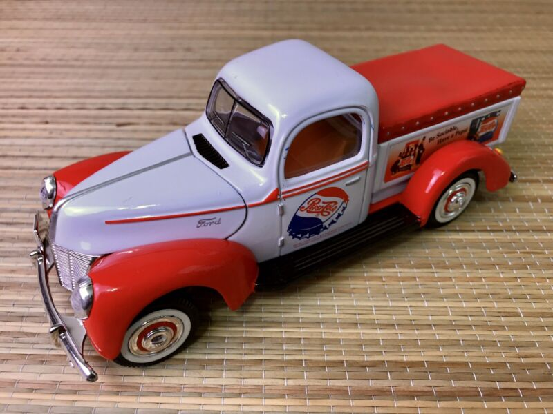 Golden Wheel Die Cast Ford - 40 MS13 Pepsi Cola Collectible Truck (USED)