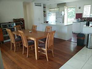 Medium sized room with air conditioning, huge built-ins Mount Gravatt East Brisbane South East Preview