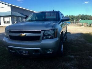 2007 Chevy Tahoe ( fully loaded )