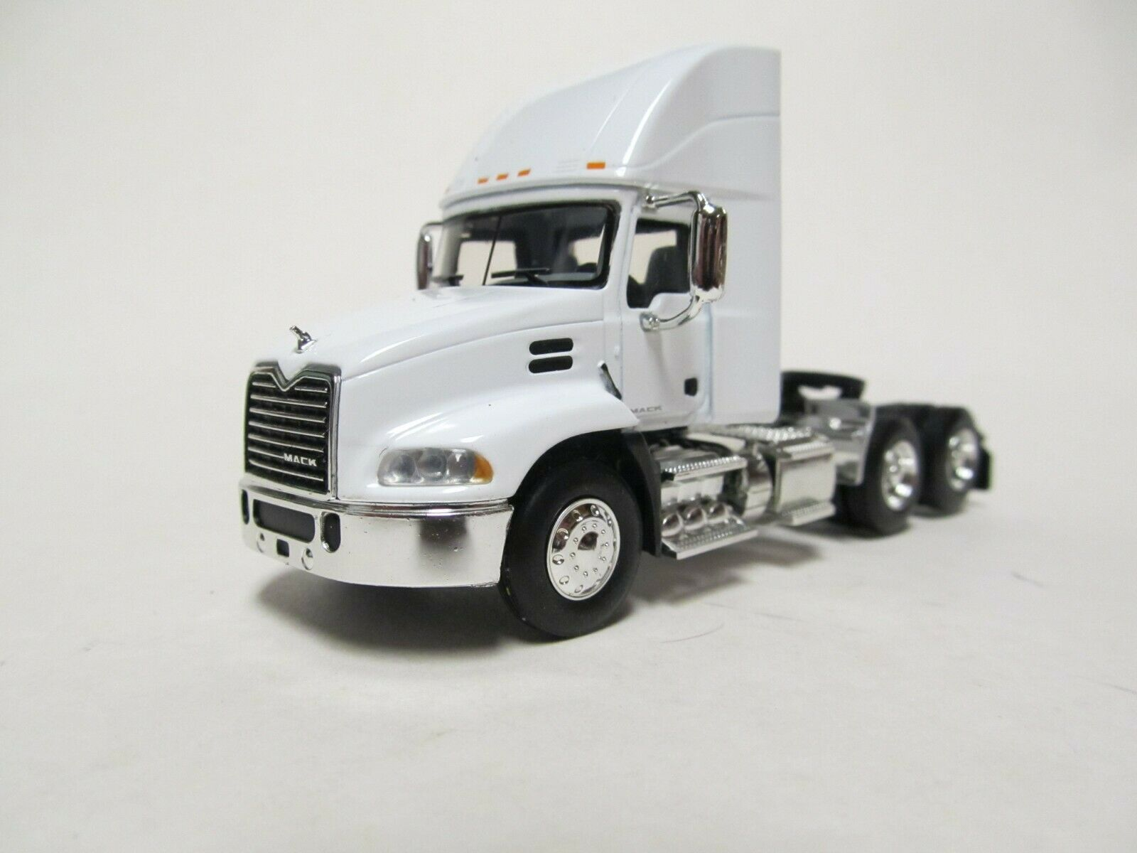 FIRST GEAR / DCP 1/64 SCALE  MACK PINNACLE DAY CAB, WHITE, BLACK FRAME