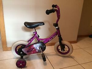 "10"" Purple Bike with Minnie Mouse Helmet"