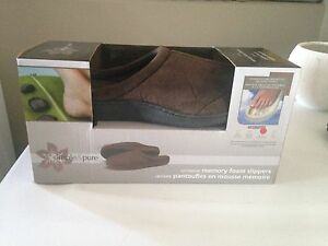 Brand new never worn Simple & Pure Memory Foam Men's Slippers