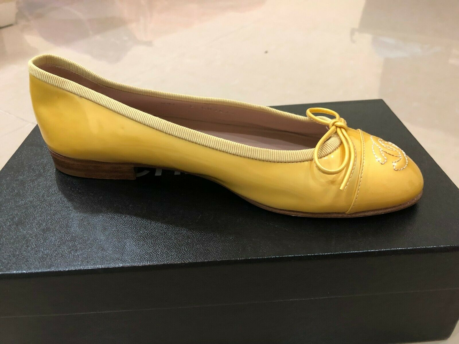 NIB CHANEL CC LOGO YELLOW PATENT BALLERINA CLASSIC SHOES EU 36 US 6 GORGEOUS
