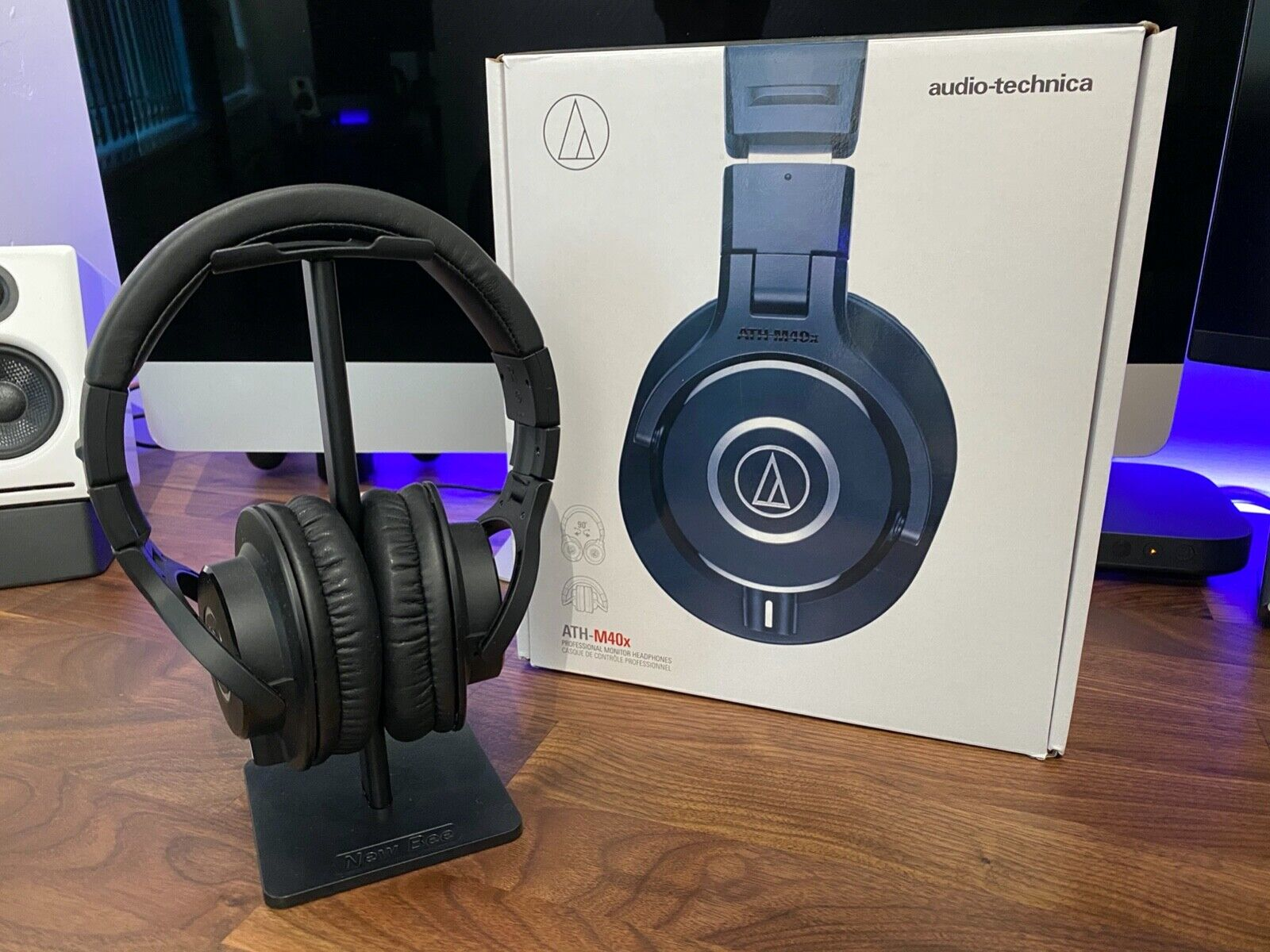 Audio-Technica ATH-M40x Over the Ear Professional Headphones DJ w/ Gaming Mic