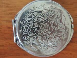 Retro 1950s ladies' compact mirror/floral lid design/velvet base