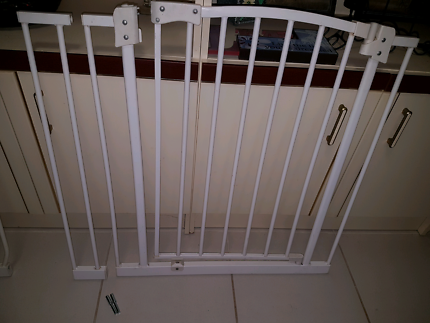 Baby gate with 1 extension