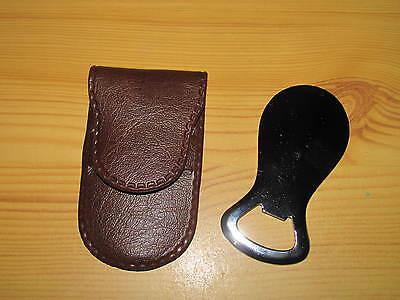 Flaschenöffner mit Schuhanzieher in einer Kunstledertasche ()