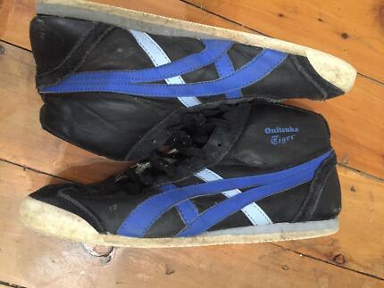 Men's Onitsuka Tiger Men shoes , size 7 US