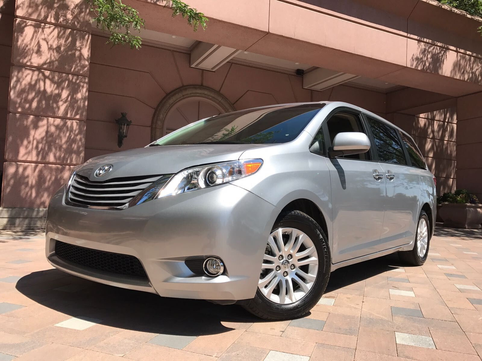 2016 toyota sienna xle mini passenger van 4 door used toyota sienna for sale in dearborn. Black Bedroom Furniture Sets. Home Design Ideas