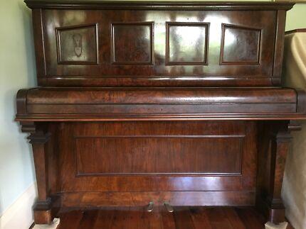 Piano. W H Palings & Co Ld upright piano.