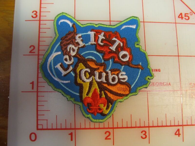 Cub Scouts LEAF IT TO CUBS collectible patch (m11)