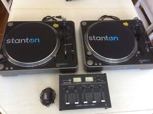 Pair of Stanton t62 turntables and mixer