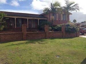 tri level house in north ballajura, all offers, rented 3.5 yr Fremantle Fremantle Area Preview