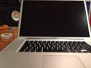 "MacBook Pro 17"" 2.66 GHz Unibody Mid 2009 for parts."
