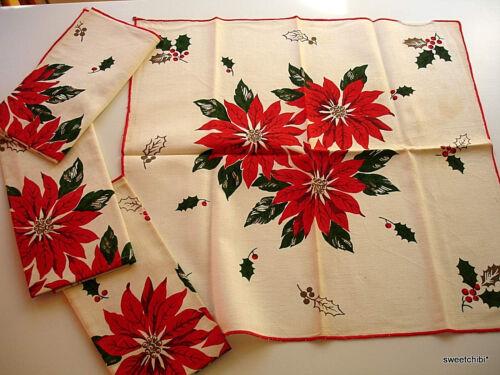 VINTAGE Christmas Poinsettia Christmas Napkins Matched SET of 4