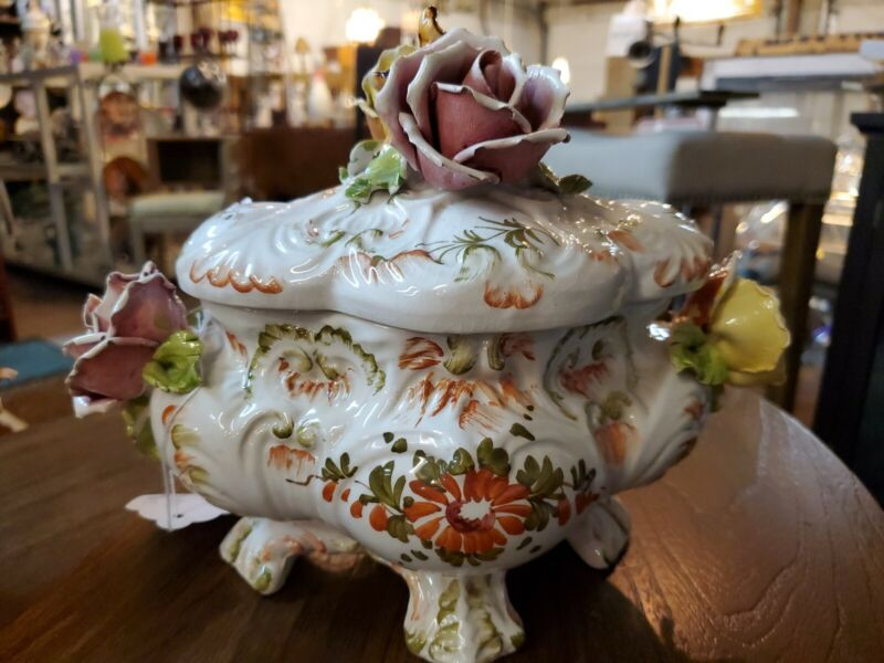 Beautiful rare CAPODIMONTE TUREEN HANDPAINTED MADE IN ITALY SIGNED
