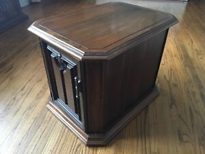 Beautiful wooden table for sale!