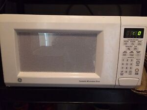 Good working microwave GE