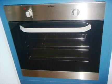 CHEF EOC627S  OVEN,NEVER USED,HAS  WARRANTY TILL 08/17 Pottsville Tweed Heads Area Preview