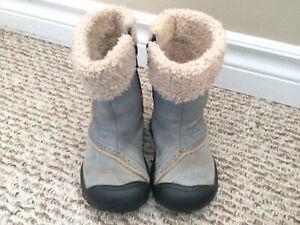 Girls size 6 keen boots