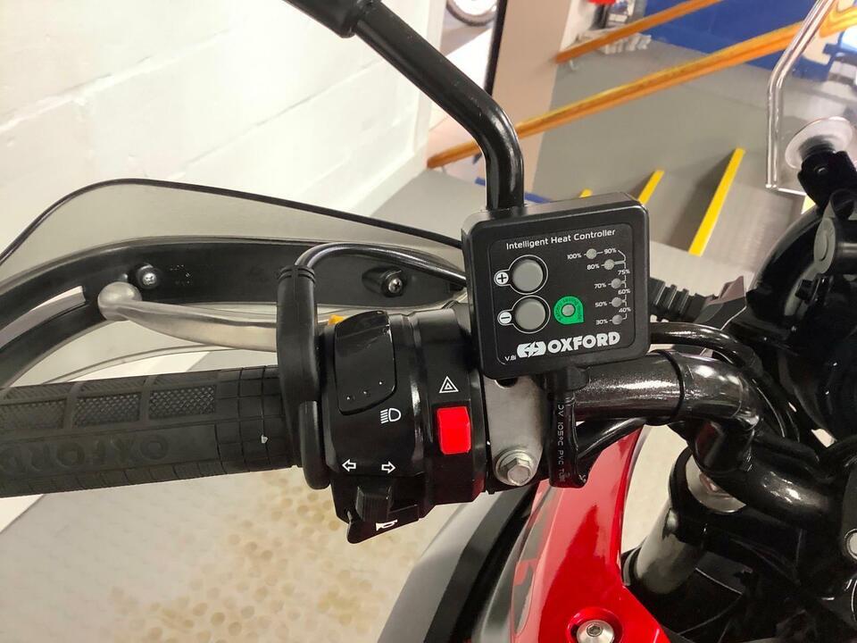 Suzuki DL250 AL8 VSTROM - 2018 / 18 - SUZUKI PANNIERS / GIVI TOPBOX