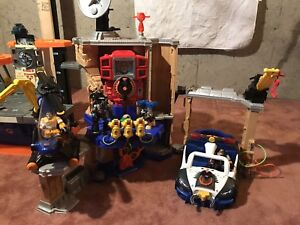 Rescue Heroes Lot 3 - base stations and police