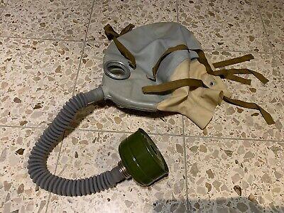Russische NVA Schutzmaske Gasmaske mit Atemschlauch Verletztenmaske der DDR