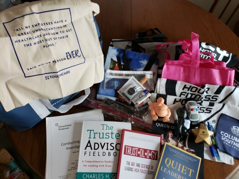 SHRM 2018 conference tote, books, and vendor goodies