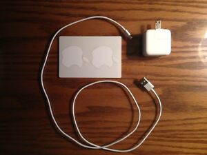 Apple 10W USB Power Adapter & Lightning to USB Cable