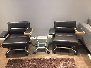 2 Keilhauer leather chairs &  table - 2 chaises en cuir & table