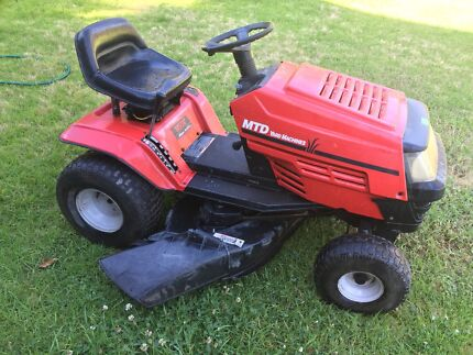 MTD BRIGGS AND STRATTON RIDE ON LAWN MOWER