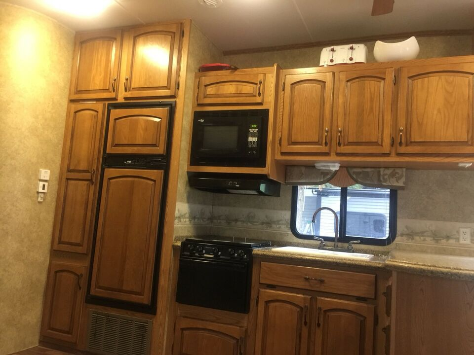 5th Wheel Montavista Trailer 3 Bedroom 2 Bathroom 4slideouts